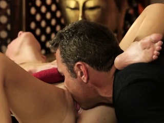 Blonde offered her natural body for sex massage practice